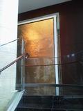 29階への階段の中間点の壁飾り