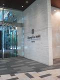 ホテルに隣接しているビルからのホテル入り口