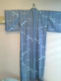 旅館入口右のディスプレイの着物