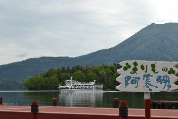 ホテル前の湖畔