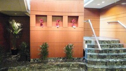 レストラン街から上に上がる階段