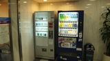 ジュースとタバコの自動販売機もあります