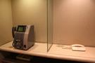 こちらは公衆電話と内線用電話
