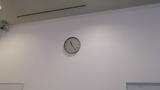 エレベータホールの手前にある時計