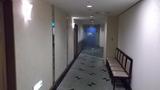 地下のレストランへの通路