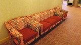 待合スペースのソファ