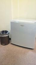 冷蔵庫とゴミ箱