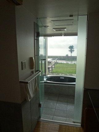 バスルームからも海が見えます。