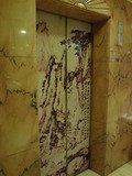 エレベーターも中華風!?