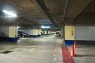 地下駐車場に到着