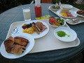 朝食は開放的なテラス席で!