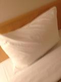 部屋内ベット枕