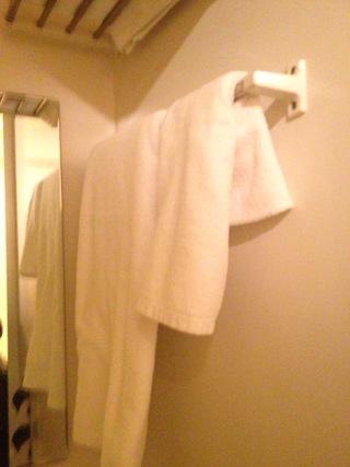 部屋内浴室のタオル