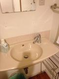 部屋内の洗面器
