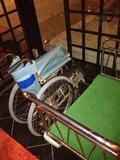 ロビーにあった車椅子