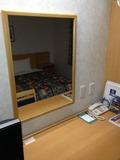 部屋内の鏡