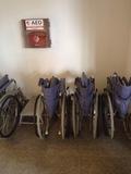 玄関近くにあった車椅子