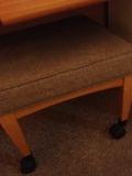 部屋内の椅子