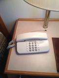 ベッド近くにあった電話