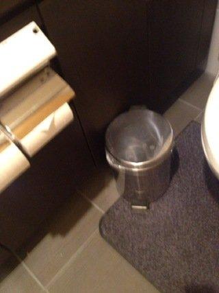 温泉トイレゴミ箱