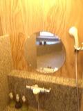 温泉の洗い場鏡