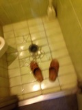 トイレ内のスリッパ