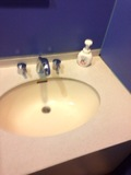 温泉内の洗面