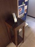 エレベーター近くの電話