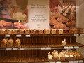 隣接した三越の有名パン屋さん