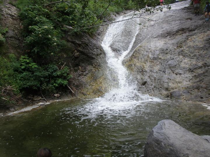 秘境カムイワッカ湯の滝にも近い