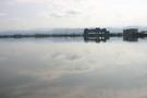 ホテルの湖畔