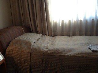 ベッド横からの写真
