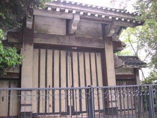 東京プリンスホテルの敷地内に御成門が・・・
