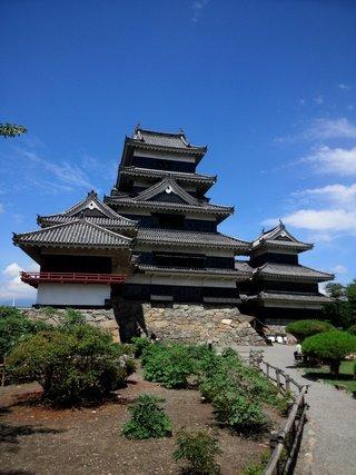 ホテルから松本城まで約1kmです