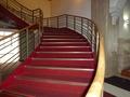 ロビーから続く階段