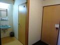 入り口、トイレ、洗面台