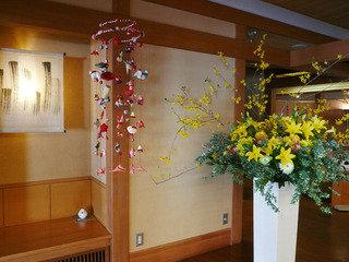 館内には美しい生け花がたくさん