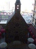 中庭にある教会