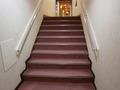 2階から1階に行く階段