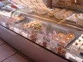 シュークリーム専門店・クレーム デ ラ クレームへ寄りました。