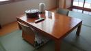テーブルと座椅子