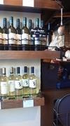 壁のワイン