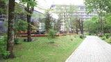 飛翔館側から庭園を歩く