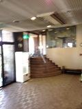 1F横の飲食店に入る入り口です。フロントからもいけます。外から直接も入れます。