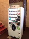 広いロビーにも自販機ありますので!安いです。