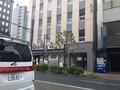 ホテルを出て右へいけば、博多で有名な居酒屋がありました。