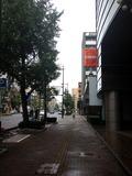ホテルを出て右に出るとガソリンスタンド、台湾料理屋さんでした。