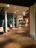ホテルへ 向かう廊下です。