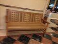1F  長椅子写真です。