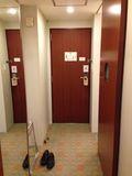 ホテル 部屋内からみたドアです。